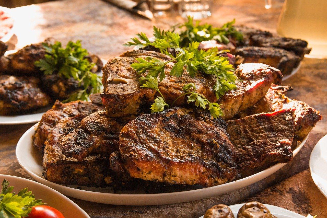 Grill – jak przyprawić mięso?