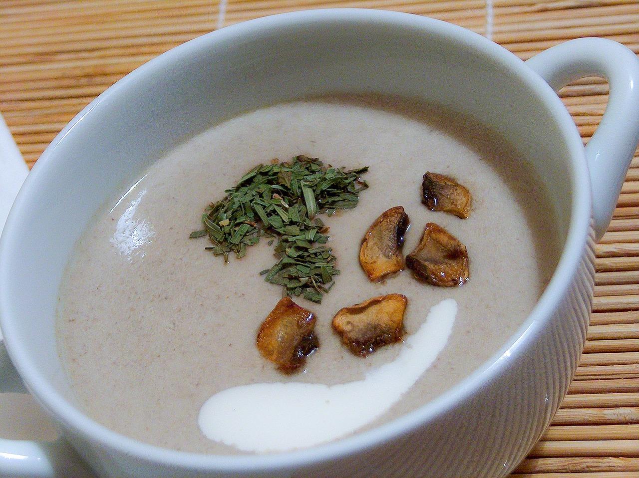 Zupa pieczarkowa z serkami topionymi