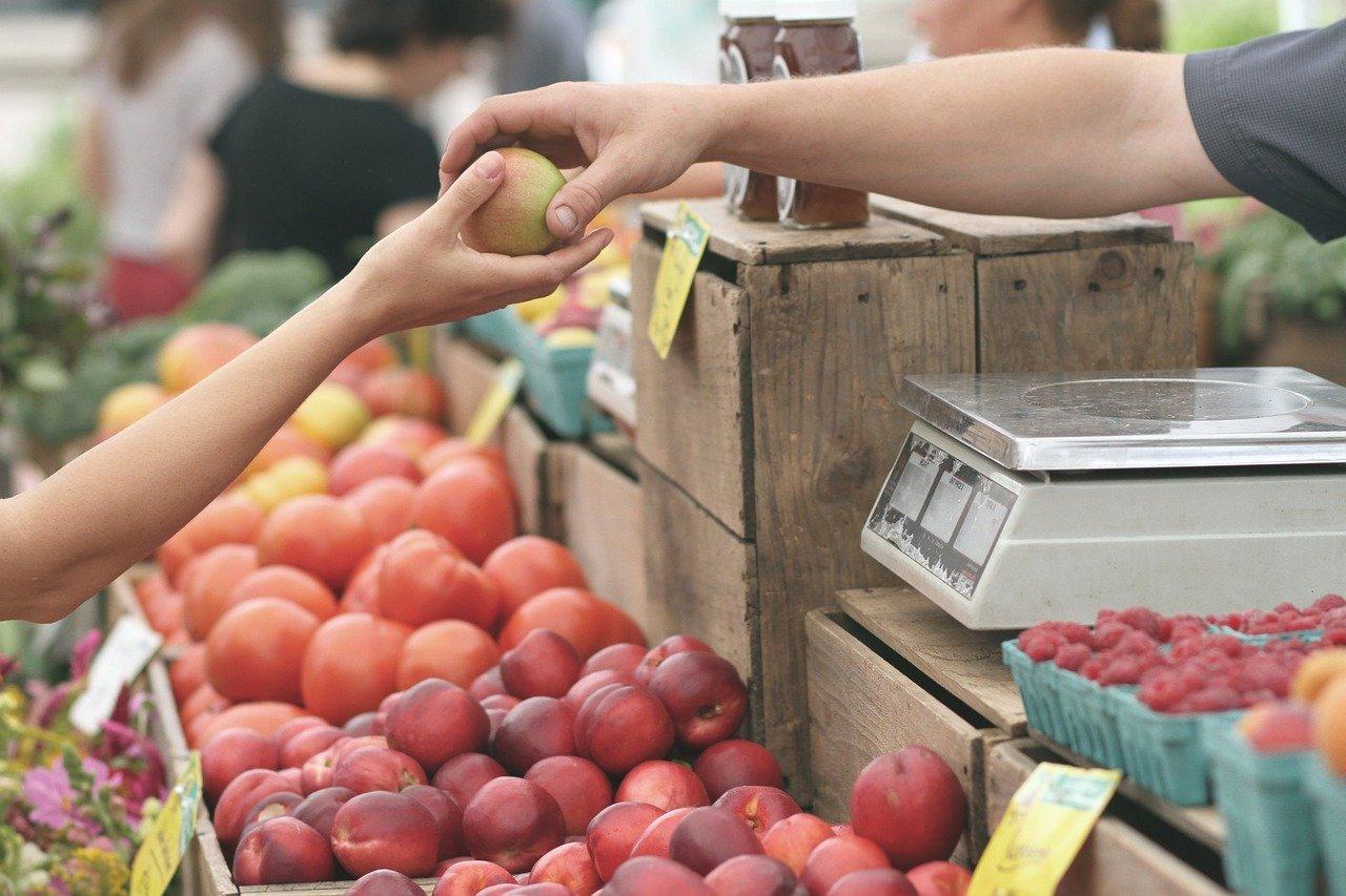 Jakie owoce i warzywa powinniśmy kupować, na co zwrócić uwagę.
