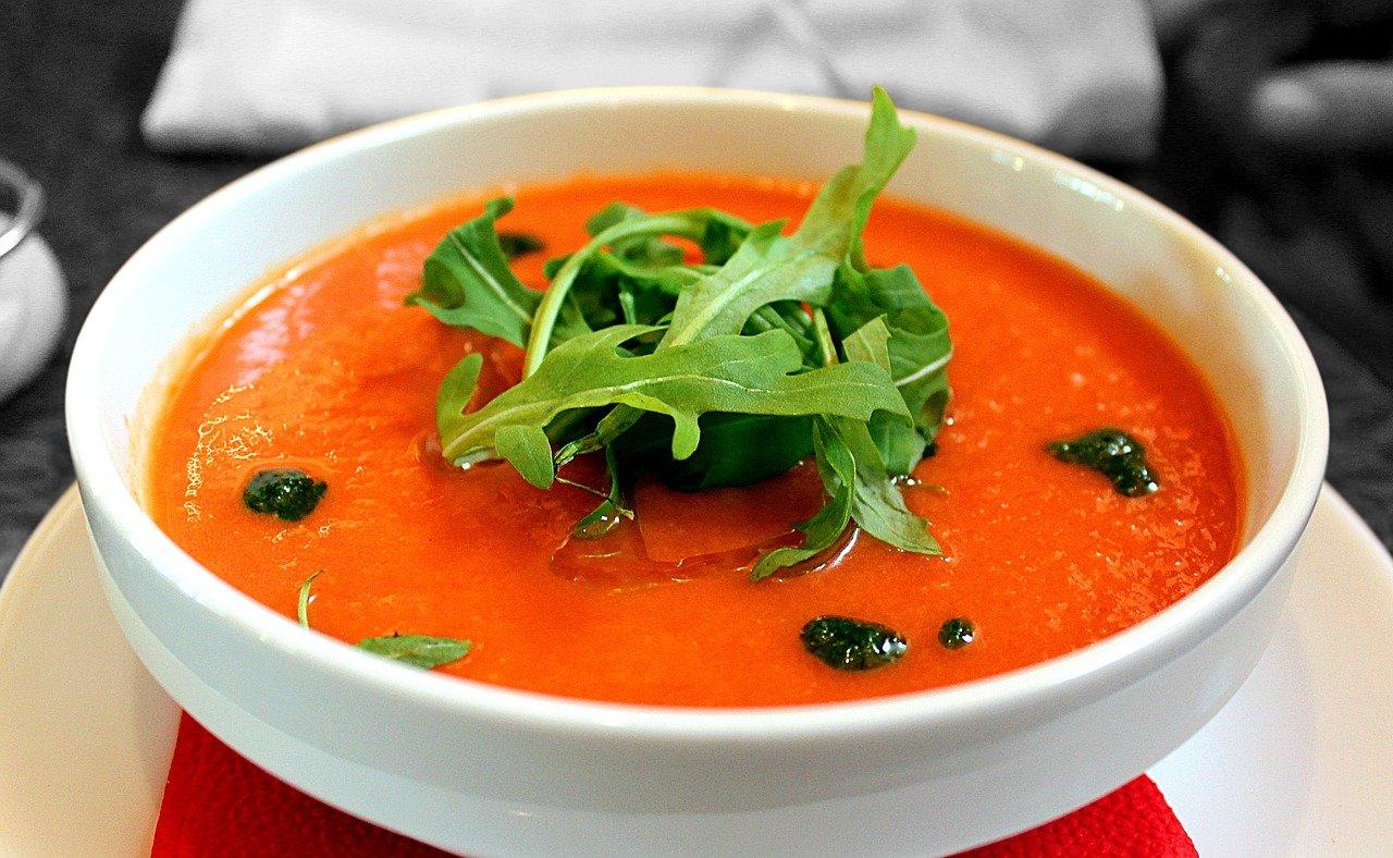 Pomidorówka z groszkiem i ziołami