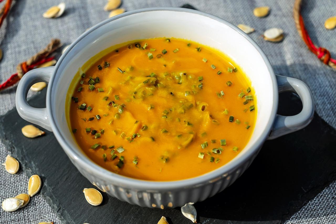Indyjska, wegetariańska zupa dyniowa.