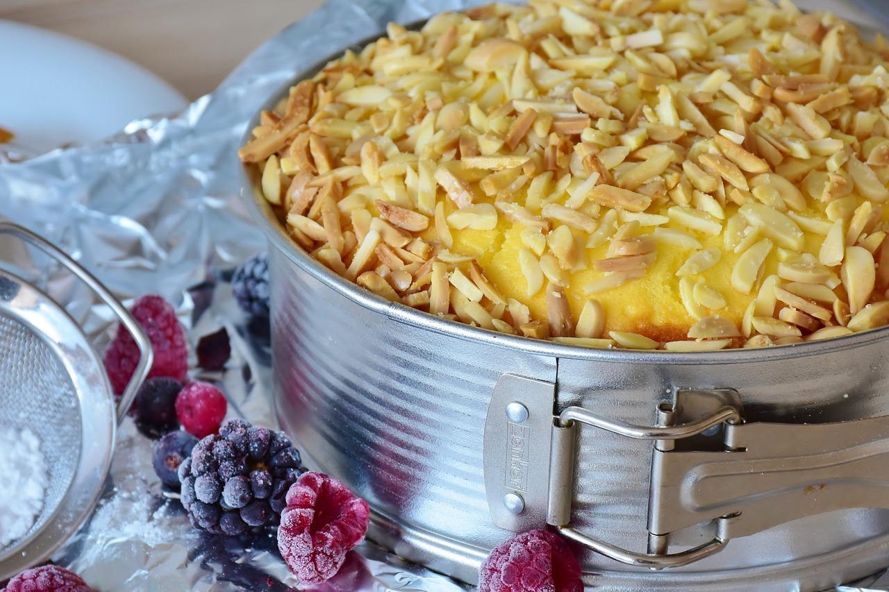 Sernik gotowany z ciastem francuskim