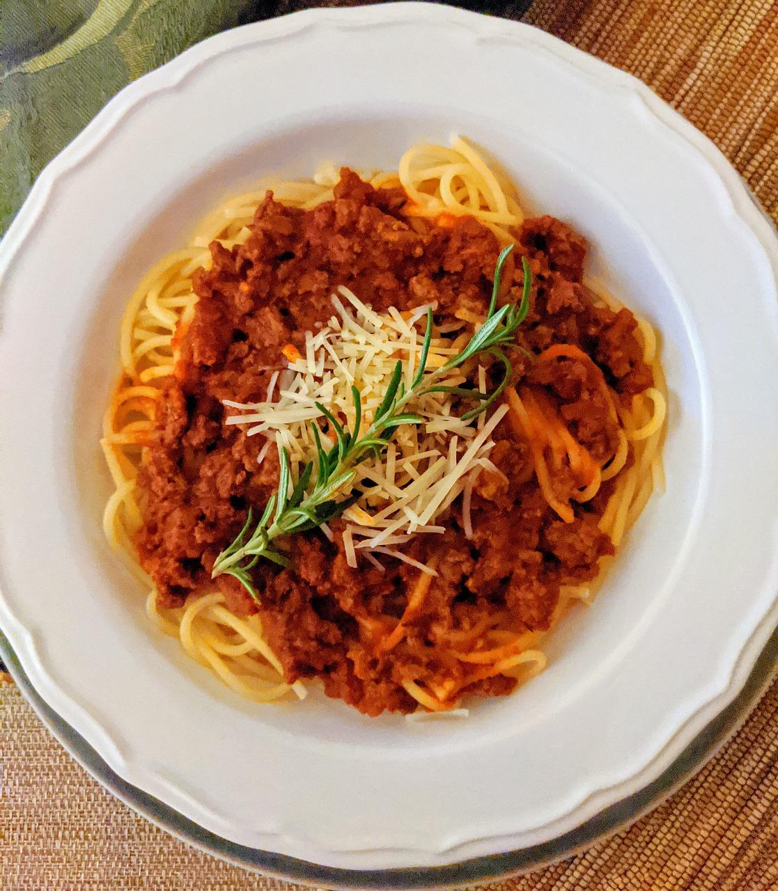 Przepis na pyszny makaron z sosem bolognese