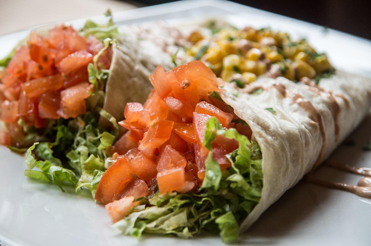 """Zdrowy, domowy """"fast food"""" – gyros z tortillą"""