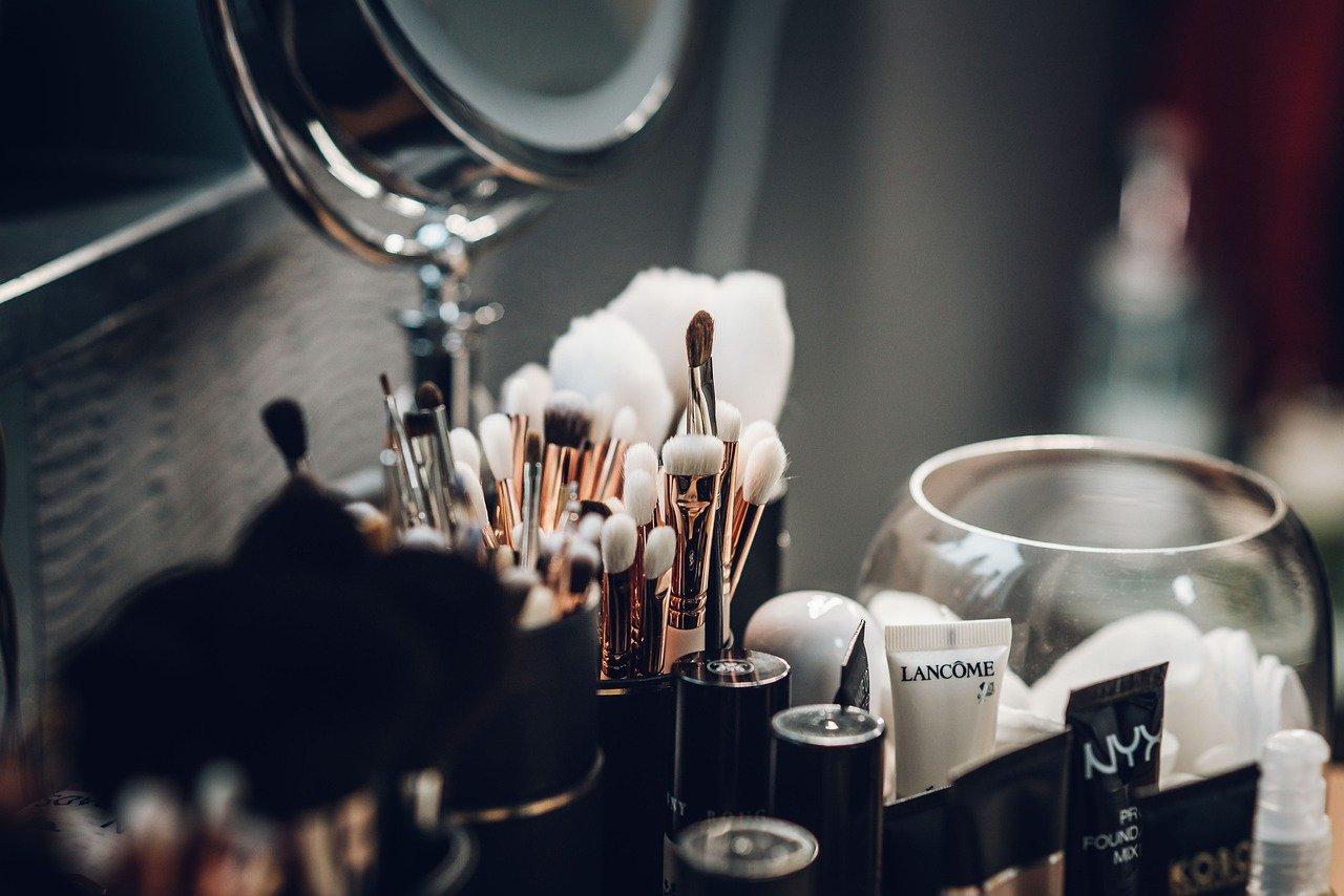 Pędzle do makijażu – sprawdź, jak o nie dbać